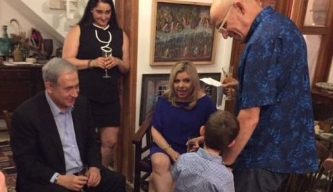 Benjamin and Sara Netanyahu, left, at the home of Haaretz writer Benny Ziffer, right.  Photo by Ilan Biteltom