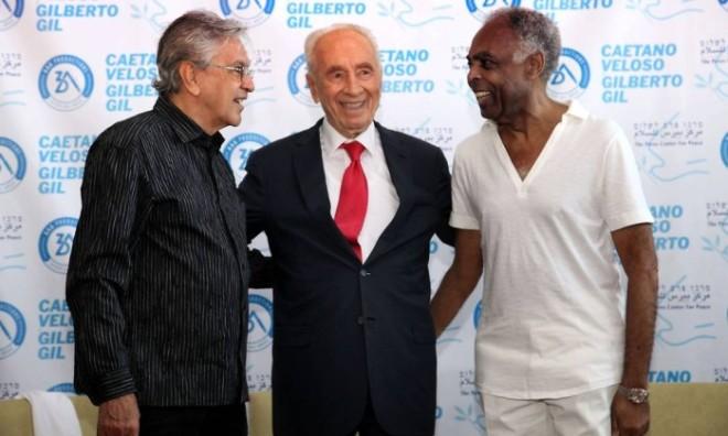 Caetano, Shimon Peres e Gil em Israel - GIDEON MARKOWICZ / AFP