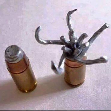 Ehi gente, i sionisti utilizza un nuovo tipo di proiettili. Una vittima di questo proiettile era Laith Al-Khaldi. Si provano sempre nuove armi sui palestinesi come se fossero topi da laboratorio!