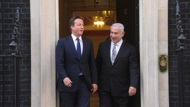 British PM David Cameron (L) and Israeli PM Benjamin Netanyahu meet in London in May 2011. Amos Ben Gershom/GPO