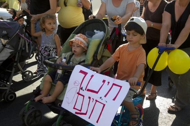 """Quasi 300 scuole sono state incoraggiate ad aderire a un programma IDF-ministero dell'istruzione chiamato """"Sentiero di valori"""