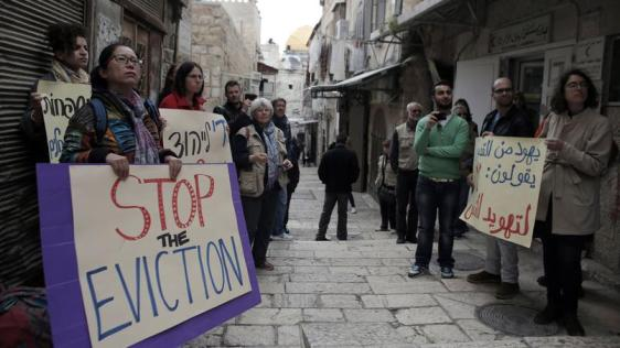 Nora Sub Laban ha vissuto per 50 anni nello stesso edificio nel quartiere musulmano della Città Vecchia. Ma un giudice israeliano ha ordinato l'espulsione
