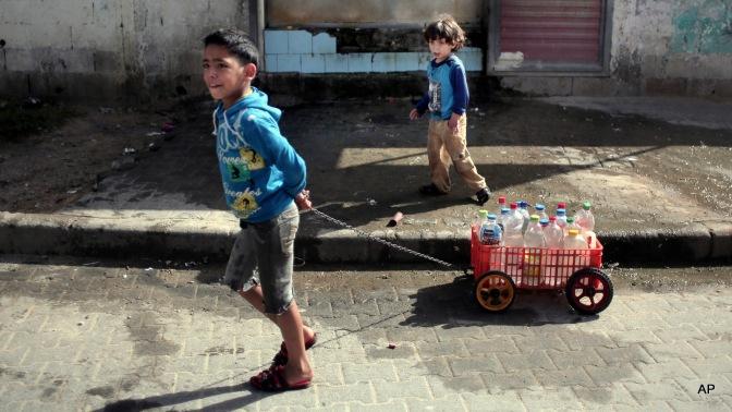Le forze israeliane distruggono una condotta d'acqua finanziata dall'UNICEF nellavalle del Giordano